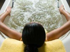 Un tapis de balnéo : les bienfaits de l'hydromassage dans sa baignoire