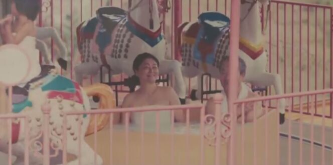 """Un tour de manège et un bain chaud en même temps : le pari fou du maire de Beppu<span class=""""normal italic petit"""">© Beppu / Dailymail</span>"""