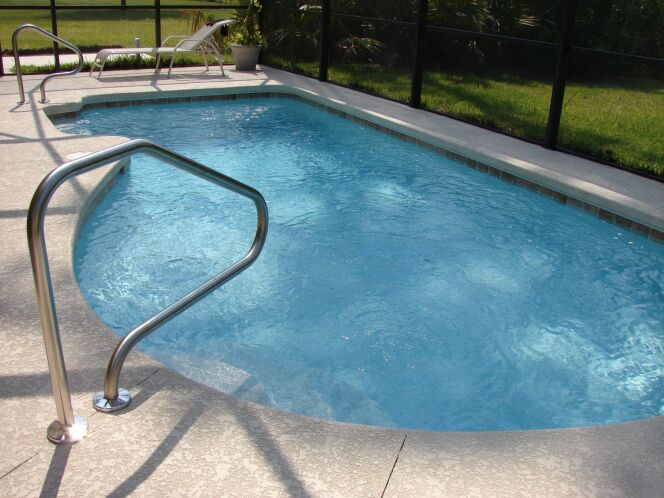 Un volet pour une piscine de forme libre