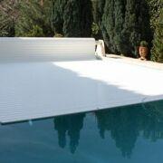 Volet de piscine : une couverture fiable et sécurisée