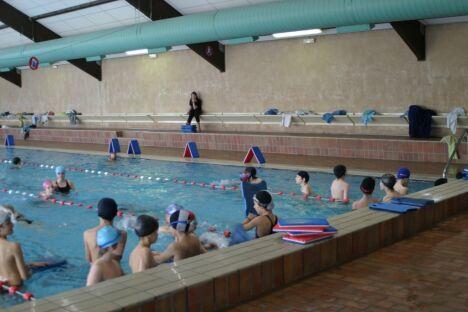 Un cours de natation à la piscine de Balma