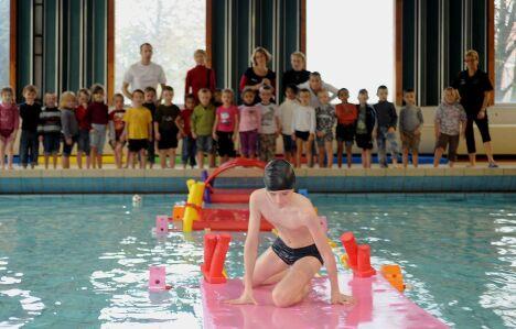 """Un cours de natation à la piscine de Valenciennes<span class=""""normal italic"""">© Crédit photos : François Leclercq et Thomas Douvry – Ville de Valenciennes</span>"""