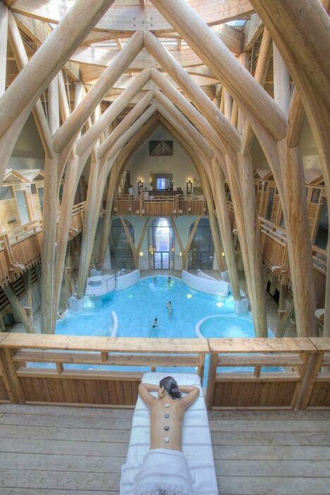 "Un moment de détente à la piscine Aquensis de Bagneres de Bigorre<span class=""normal italic petit"">© AQUENSIS Jarno</span>"
