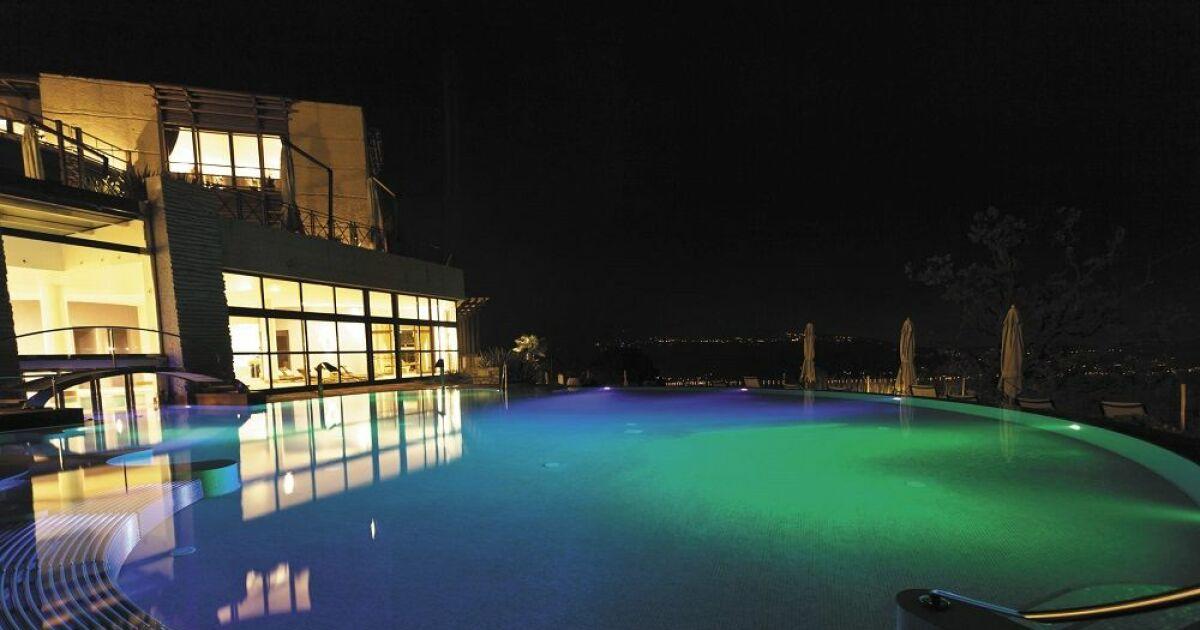 Cr ez une ambiance color e dans votre piscine avec pentair for Piscine ambiance
