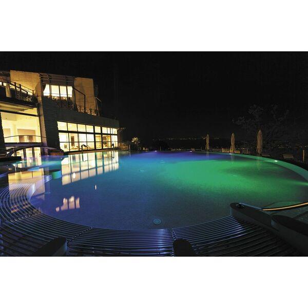 Cr ez une ambiance color e dans votre piscine avec pentair for Ambiance piscine