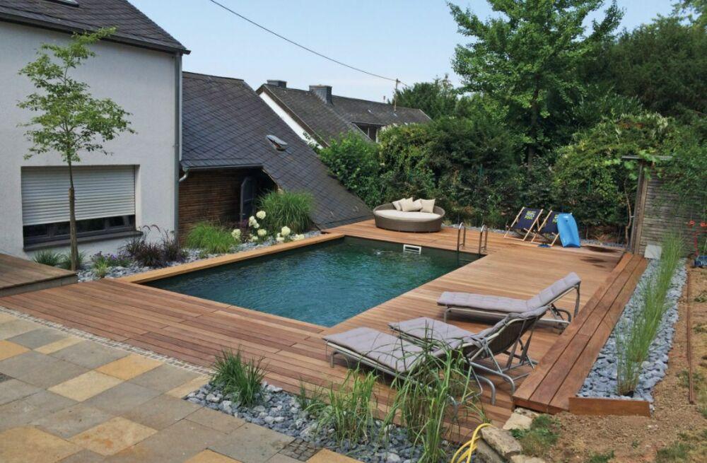 Une ancienne piscine au chlore, transformée en piscine naturelle par Biotop© Biotop - via Houzz