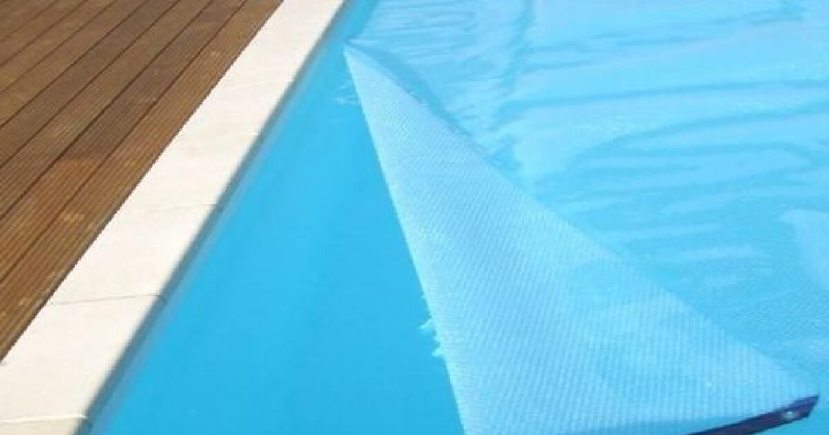 Une b che de protection pour votre piscine prot ger la for Bache de protection piscine