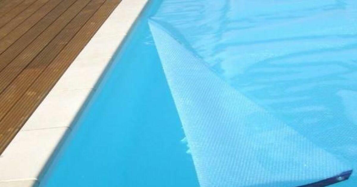 Une b che de protection pour votre piscine prot ger la for Protege piscine