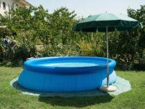 Une bâche de sol pour piscine autoportante