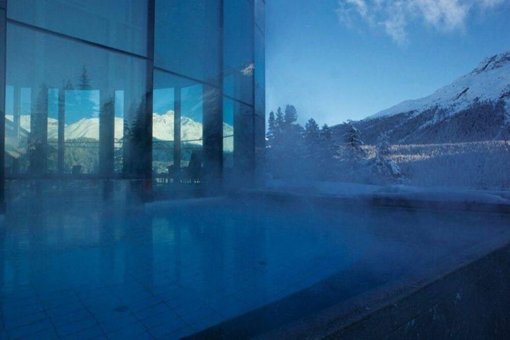 Une baignade en extérieur en hiver© Badrutt's Palace