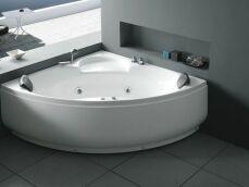 Une baignoire balnéo d'angle : design et gain de place