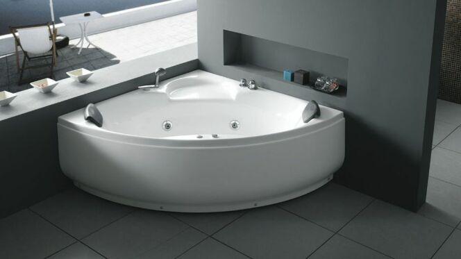 Une baignoire d 39 angle baln o design et gain de place for Cometagere angle baignoire