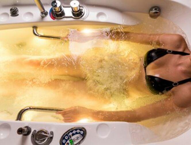 """Avec un peu de patience et en regardant à de nombreux endroits, il est tout à fait possible de trouver une baignoire balnéo discount.<span class=""""normal italic petit"""">© nikitabuida - Thinkstock</span>"""