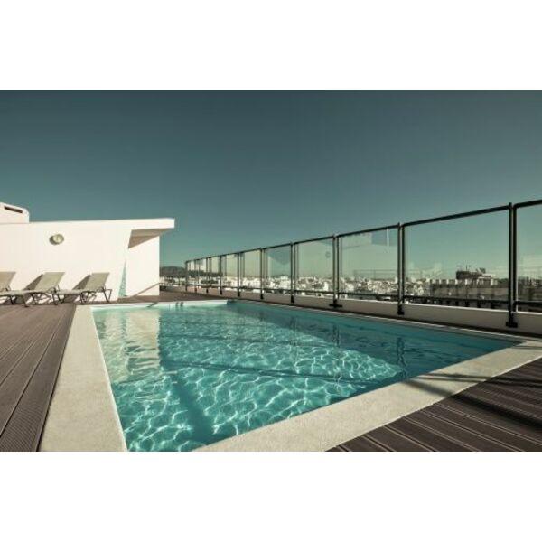 la barri re de piscine en fer forg. Black Bedroom Furniture Sets. Home Design Ideas