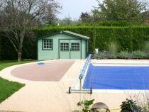 Une bâche solaire : réchauffer l'eau de sa piscine