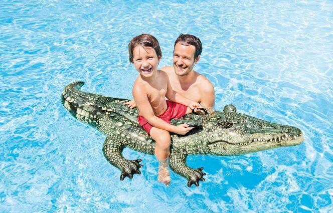 Une bouée alligator, qui fera le plaisir des aventuriers.