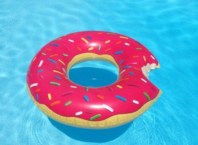 """Une bouée originale pour la piscine ou la plage<span class=""""normal italic petit"""">DR</span>"""