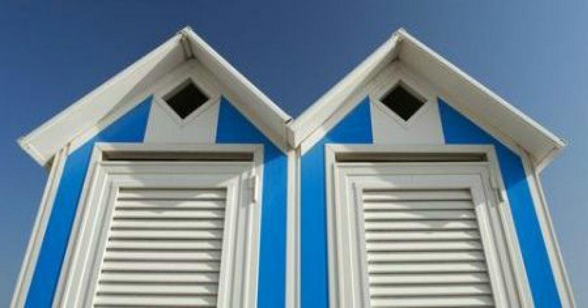 une cabine de plage au bord de ma piscine. Black Bedroom Furniture Sets. Home Design Ideas