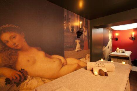 """Une cabine de soins au Spa du Grand Hôtel de Bordeaux<span class=""""normal italic petit"""">© Guy Charneau</span>"""