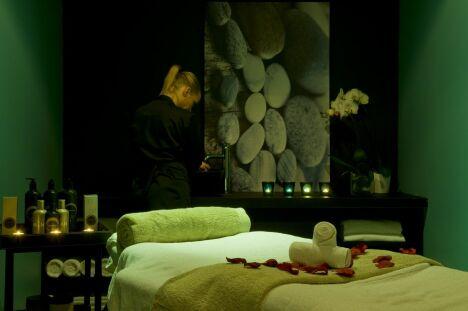 Une cabine de soins au spa du Pavillon de la Rotonde à Charbonnières-les-Bains
