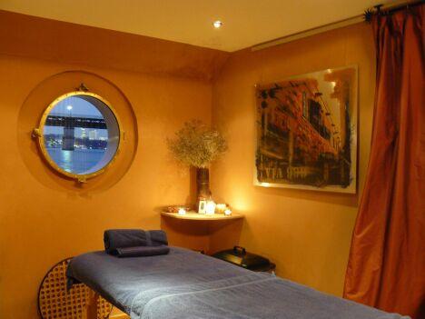 "Une cabine de soins au Spa Mangareva à Saint-Cloud<span class=""normal italic petit"">© Mangareva</span>"
