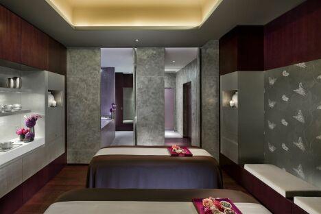 Une cabine de soins double au spa du Mandarin Oriental à Paris (1er)