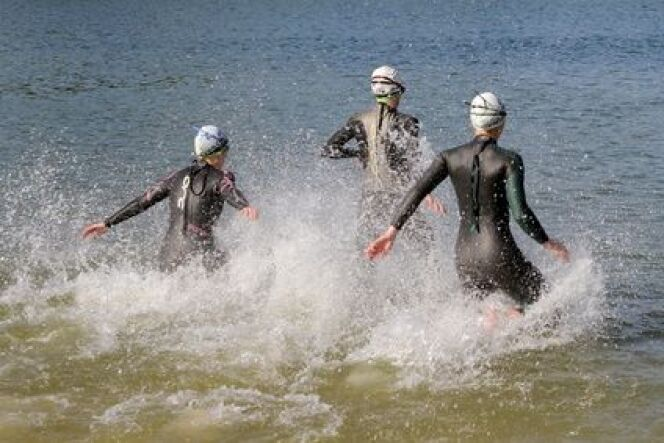 Une combinaison de nage pour la pratique du triathlon
