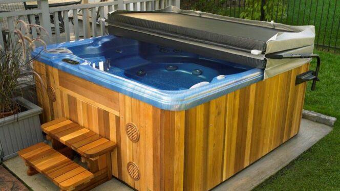 Une couverture de spa sur-mesure s'adapte parfaitement à votre spa, lui assurant une isolation parfaite.