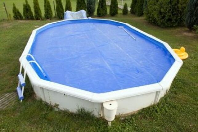 La couverture pour piscine hors sol permet de protéger efficacement ce type de piscine fragile.