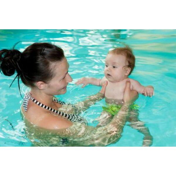 5 types d 39 activit s et de soins en cure maman b b for Accouchement piscine