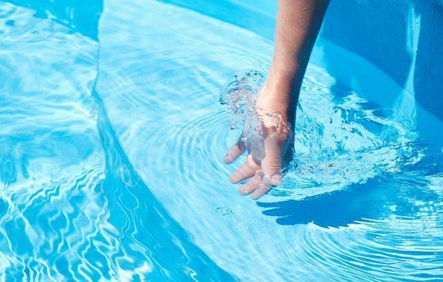 Une eau de piscine pure : tout savoir sur la qualité de l'eau d'une piscine