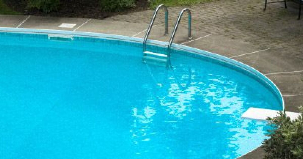 une fissure dans votre piscine coque. Black Bedroom Furniture Sets. Home Design Ideas