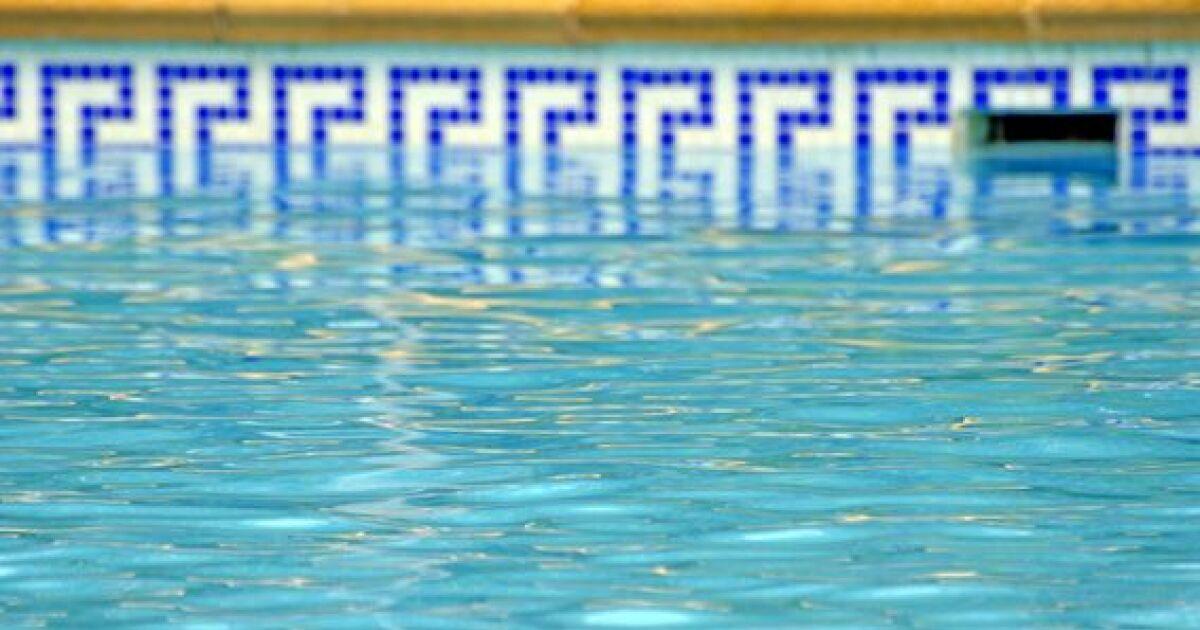 Une frise d corative pour votre piscine for Piscine solde