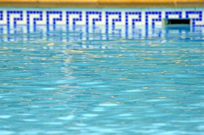 """Une frise décorative pour votre piscine <span class=""""normal italic petit"""">© neftali - Fotolia.com</span>"""