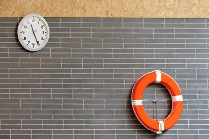 "Une horloge pour la piscine <span class=""normal italic petit"">© Maxisport - Fotolia.com</span>"