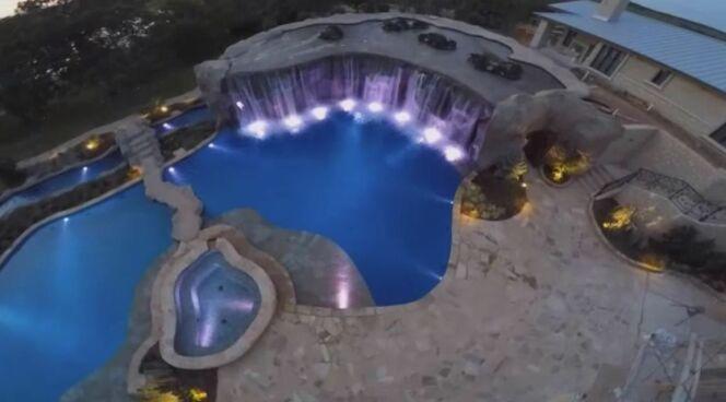 Une impressionnante piscine sur le thème des pirates !