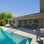Une maison avec piscine