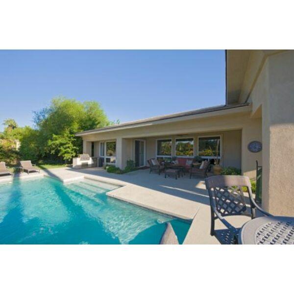 Dossier une maison avec piscine for Maison en u avec piscine