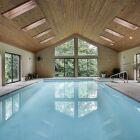 Une maison avec piscine intérieure : le luxe d'une baignade à domicile