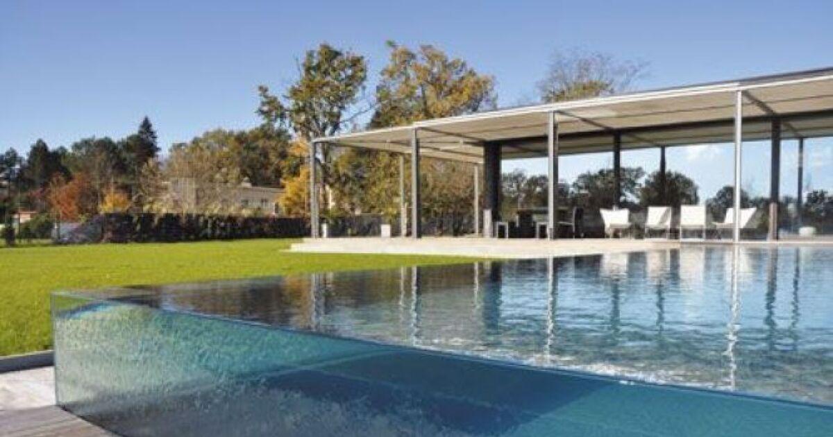une piscine transparente. Black Bedroom Furniture Sets. Home Design Ideas
