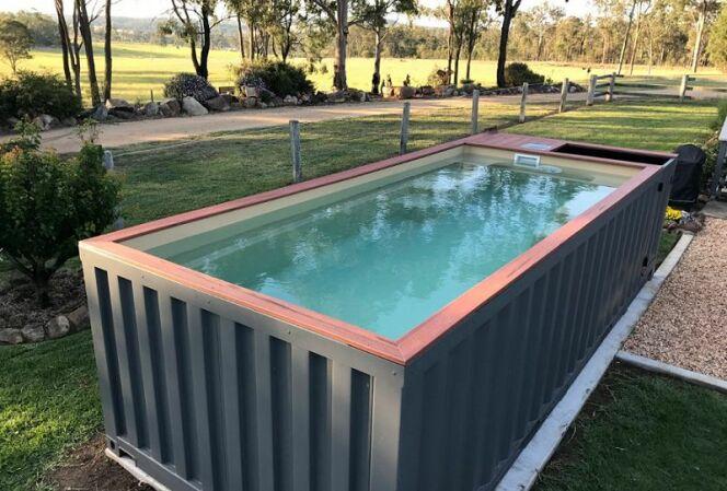 des conteneurs de cargo recycl s en piscines. Black Bedroom Furniture Sets. Home Design Ideas