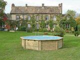 Une piscine bois ronde pour les petits jardins