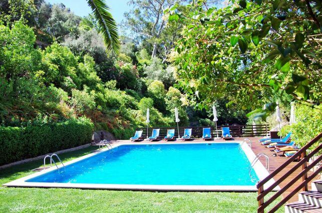Une piscine carrée pour votre jardin