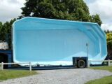 Une piscine coque semi-enterrée : originalité et confort !