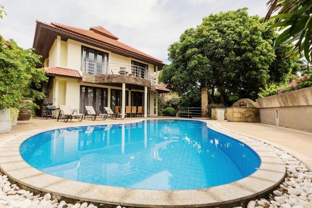 Une piscine de forme ovoïde : un bassin en forme d'oeuf