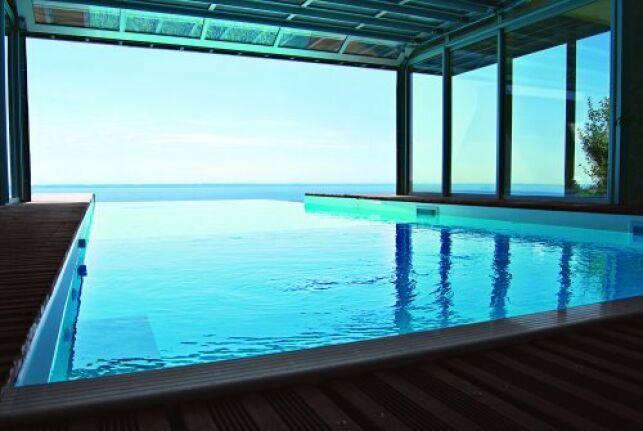 Une piscine de luxe est un rêve accessible... si on en a les moyens.