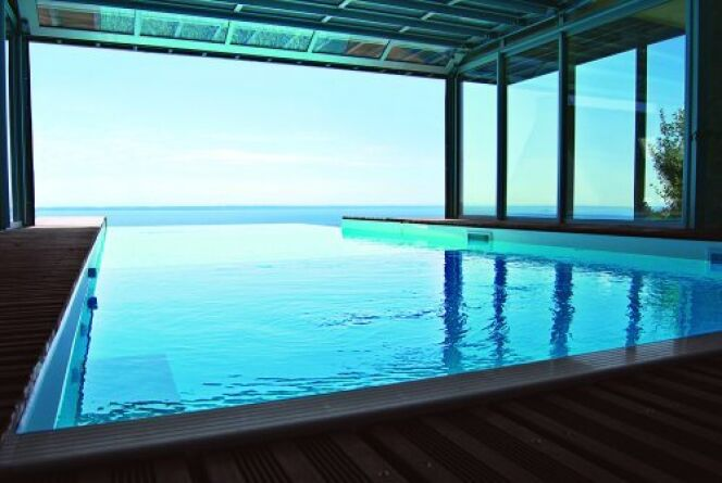 une piscine de luxe chez vous le r ve domicile. Black Bedroom Furniture Sets. Home Design Ideas