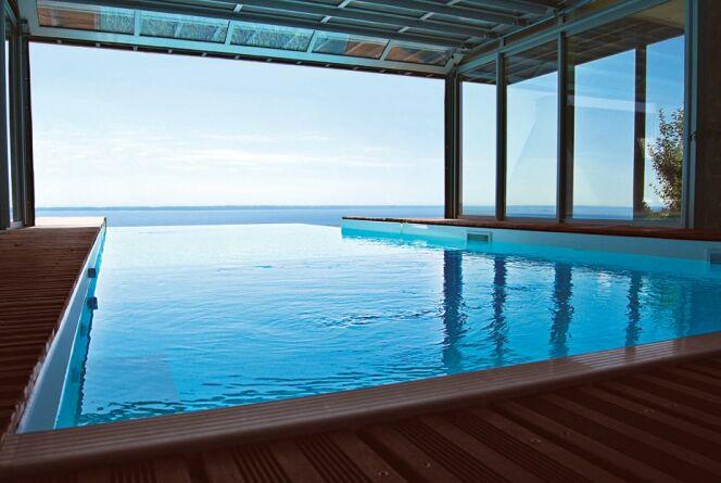 "Une piscine design c'est une installation unique dans votre jardin.<span class=""normal italic petit"">© L'Esprit piscine</span>"