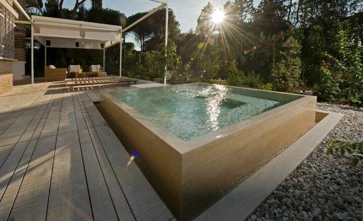Une piscine en b ton hors sol une installation solide - Peut on enterrer une piscine hors sol ...