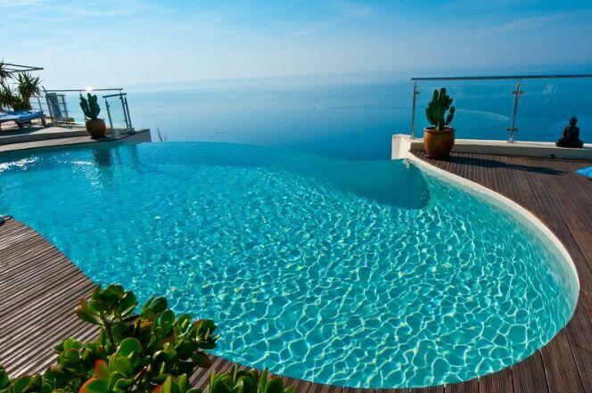 Une piscine en béton, par Diffazur